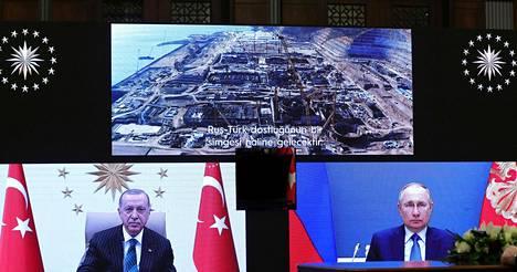 Venäjän presidentti Vladimir Putin ja Turkin johtaja Recep Tayyip Erdogan osallistuivat reilu kuukausi sitten videoyhteydellä seremoniaan, jossa käynnistettiin Akkuyun ydinvoimalan kolmannen reaktorin rakentaminen Turkkiin.