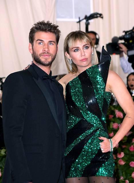 Miley Cyrus ja Liam Hemswirth avioituivat joulukuussa.