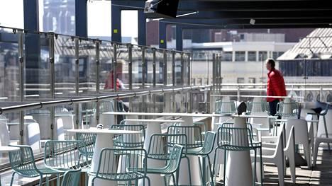 Stockmannin tavaratalon kattoterassi toukokuussa.