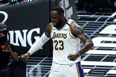 NBA:n supertähti Lebron James harmitteli Orlandon koronakuplaan mennessään tulevansa ikävömään läheisiään.