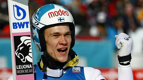 Antti Aallon hyppy kulkee.