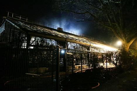 Tulipalossa kuoli alustavien tietojen mukaan ainakin 30 eläintä.
