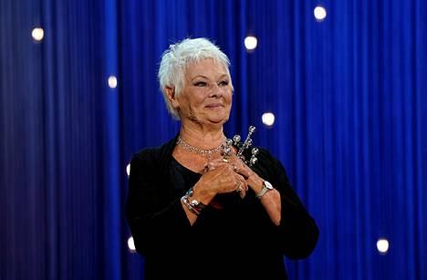 Vaikka rooli James Bond -elokuvissa toi Judi Denchille mainetta, arvostaa näyttelijä itse eniten teatterityötä.
