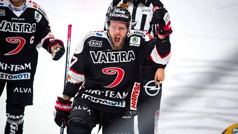 Mikko Mäenpää iski voittomaalin, kun JYP kaatoi SaiPan.
