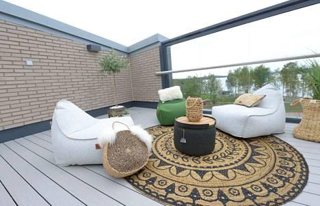 Sahapihan huippu -kerrostalo pitää sisällään asumisoikeusasuntoja, ja talon asukkaiden käytössä on viihtyisä kattoterassi.
