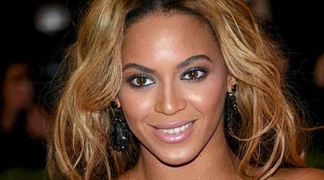 Näin sädehtivänä Beyonce nähtiin viikko sitten maanantaina.