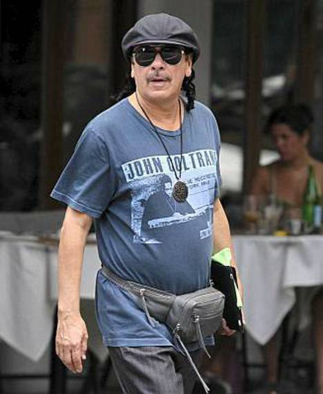 Carlos Santana tykkää vyölaukuista.