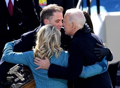 Joe ja Jill Biden halailivat Hunter Bidenin kanssa presidentin virkaanastujaisissa tammikuussa.
