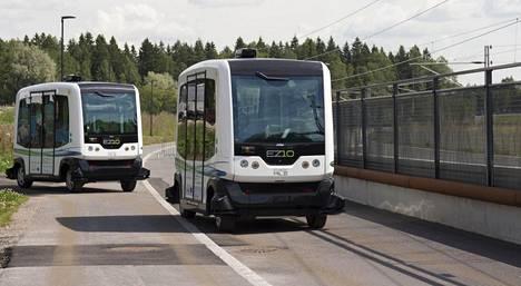 Automaattibusseja on kokeiltu Suomessa useassa hankkeessa, nyt myös reittiliikenteessä. Trafi myöntää automaattiajamiseen tarvittavan luvan.