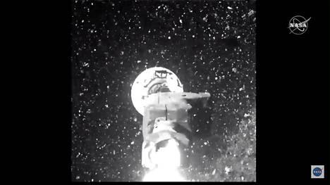 Nasan julkaisemassa kuvassa näkyy, kuinka Bennu nappasi asteroidista näytteen.