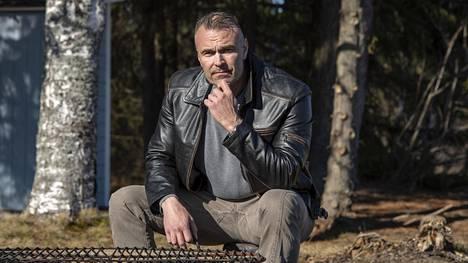 Oululainen laulava poliisi Petrus Schroderus arvioi, ettei Suomessa ole enää sananvapautta.