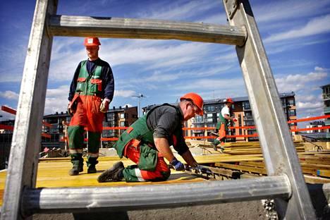 Työvoimapula vaivaa etenkin rakennusalaa.