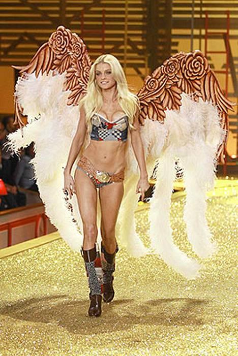 Jessica Stamilla oli modernit alusvaatteet.