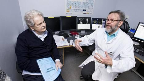 Potilas Göran (joka haluaa esiintyä pelkällä etunimellä) ja professori Kalevi Kairemo.