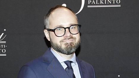 Tuomas Enbuske on yksi Suomen tunnetuimmista tv-kasvoista. Hän on vuosien ajan juontanut useita ohjelmia ja ottanut kantaa tuoreimpiin uutisiin.