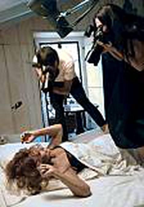 72-vuotias Sophia Loren poseerasi viime kesänä vähissä vaatteissa Pirellin kalenterikuvissa.