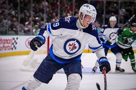 Laine paukutti keskeytyneellä NHL-kaudella 68 ottelussa 28+35=63 tehopistettä.