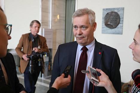 """Sdp:n puheenjohtaja Antti Rinne ei innostu pääministeri Juha Sipilän (kesk) ehdotuksesta kokoontua keskustelemaan sote-uudistuksesta """"pyöreän pöydän ääreen"""" vielä ennen eduskuntavaaleja."""