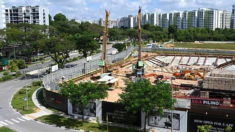 Autioitunut rakennustyömaa Singaporessa maanantaina.