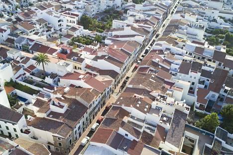 Espanjalaiset pikkukaupungit on rakennettu ahtaasti. Puille ja muille kasveille on usein niukasti tilaa.