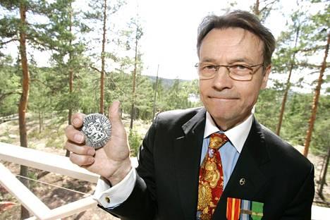 Timo T.A. Mikkonen ja puolustusvoimien mitali 15.kesäkuuta 2007.