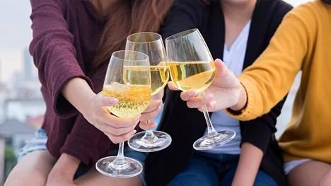 Myös juomisen aloittamisikä vaikuttaa diabetesriskiin.