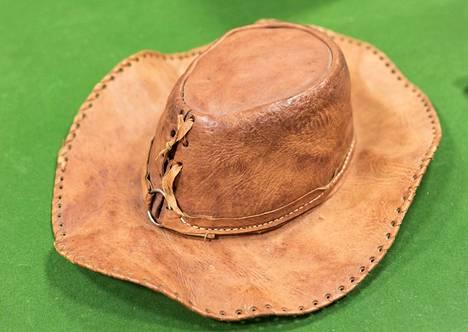 Tältä näyttää pian huutokaupattava hattu.