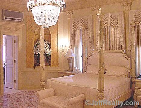 Trumpin Palm Beachin asunto on sisutettu yltäkylläisesti.