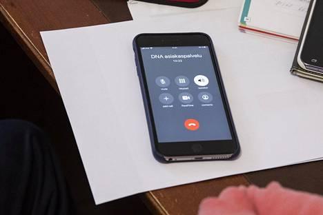 Heleniuksen puhelin-, netti- ja tv-liittymiä selvitettiin DNA:n asiakaspalvelun kanssa lopulta liki tunti.