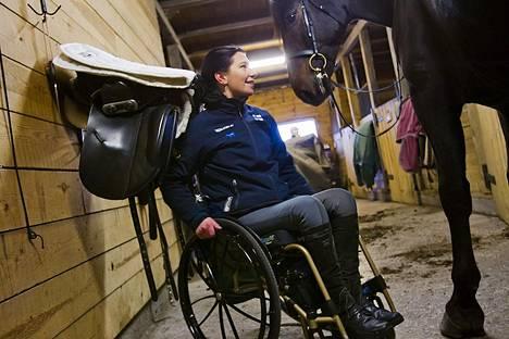 Tuukka Temosen seuraava elokuva kertoo alaraajoistaan halvaantuneesta kouvolalaisesta ratsastajasta Jaana Kivimäestä.