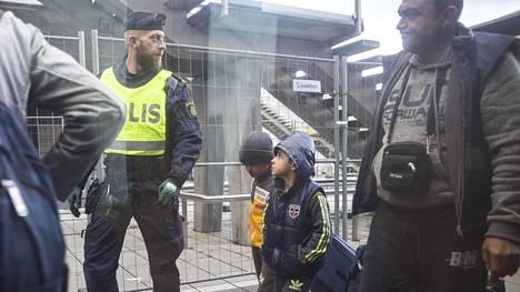 Maahanmuuttajia on keskittynyt varsinkin Malmössä poikkeuksellisen paljon tietyille asuinalueille. Ruotsi aloitti Malmössä rajatarkastukset Kööpenhaminasta tulevissa junissa viime vuoden loppupuolella.