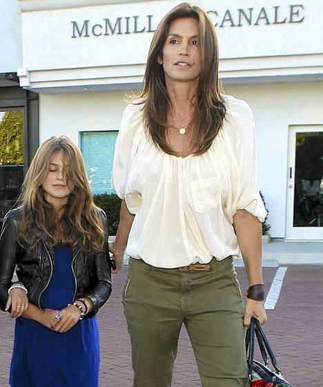 Cindy Crawfordin tytär on kuin ilmetty äitinsä.