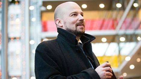 Mikko Kärnä (kesk) on tarttunut ennenkin vihreiden lomailuun.