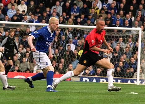 Mikael Forssell oli Valioliigan maalipörssin viides tehtyään 17 maalia kaudella 2003–04. Enemmän tekivät vain Thierry Henry, Alan Shearer, Louis Saha ja Ruud van Nistelrooy.