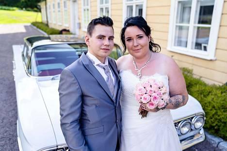 Euralaiset Mikko ja Johanna seurustelivat reilun vuoden ennen alttarille menoa.