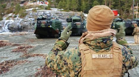 Merijalkaväen maihinnousuajoneuvoja Trondheimissa tammikuussa.