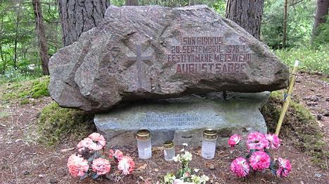 August Sabben muistomerkki.