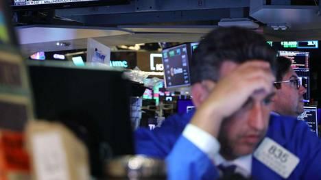 New Yorkin pörssin osakevälittäjät seurasivat huolestuneina keskuspankki Fedin arvioita maailmantalouden kasvun hiipumisesta 18. syyskuuta.