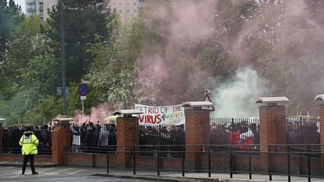 Manchesterissa osoitettiin mieltä Unitedin omistajia vastaan.