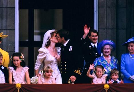 Muiskis! Kuninkaalliset häät järjestettiin kasaan vain neljä kuukautta kihlauksen jälkeen.