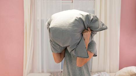 Poikakaverityyny vai poikakaverin tyyny – kumpi tuo rauhallisemmat unet?