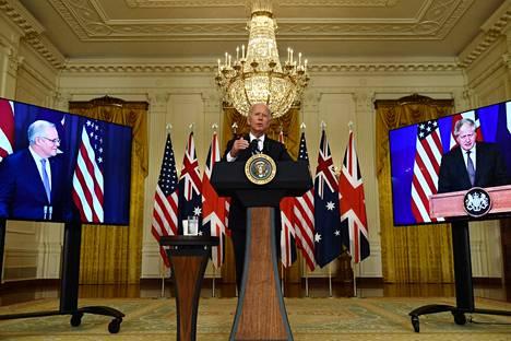 Presidentti Joe Biden sekä pääministerit Scott Morrison ja Boris Johnson järjestivät torstaina yhteisen virtuaalitiedotustilaisuuden.