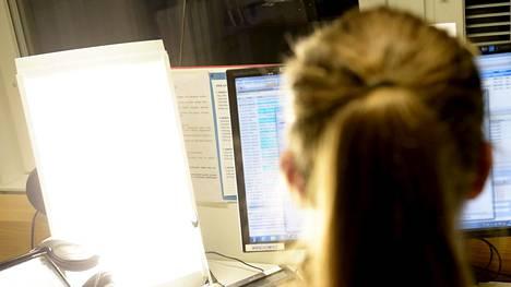 Tutkimusten mukaan valon määrän vaihtelu vaikuttaa jollakin tavalla jaksamiseen peräti 85 prosentilla suomalaisista.