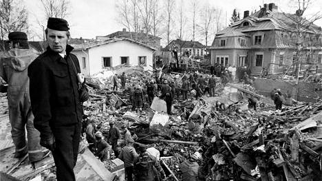 Silmänräpäyksessä tapahtuneessa Lapuan patruunatehtaan räjähdyksessä kuoli 40 ja loukkaantui 60 ihmistä.