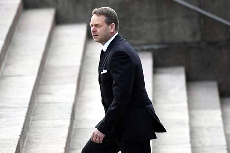 Helsingin pormestariksi pyrkivä, eniten ääniä saanut Jan Vapaavuori (kok) saapui presidentin hautajaisiin yksin.