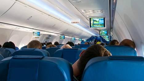 Mitä päälle lentokoneeseen? Vaatteilla on väliä, voivat jopa pelastaa henkesi
