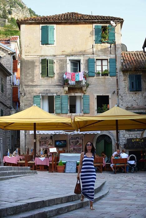 Kotorin vanhakaupunki on Unescon maailmanperintökohde ja suosittu vierailukohde. Kesällä siellä kannattaa vierailla aikaisin aamulla ja illalla, kun on rauhallista.