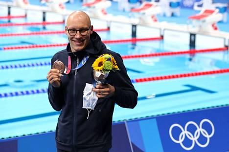 Nyt kelpaa hymyillä! Matti Mattssonin olympiapronssi on sykähdyttänyt laajasti erityisesti Porissa, rintauimarin kotikaupungissa, näin esimerkiksi lätkälegenda Veli-Pekka Ketolaa.