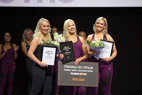 Fitnessmalli 2017 voittajakolmikko vasemmalta oikealle: kolmanneksi tullut Elina Leskinen, keskellä voittaja Meri Turunen ja toiseksi tullut Anni Vallius.