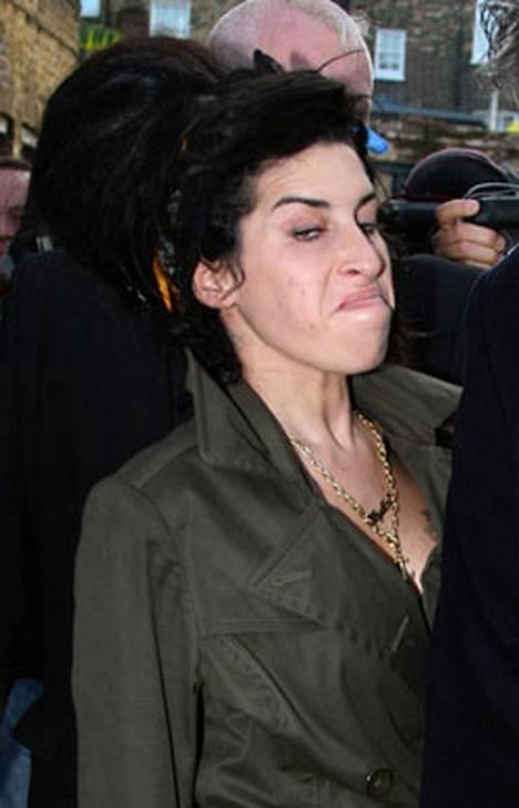 Amy Winehousen henkinen tila puhututtaa.